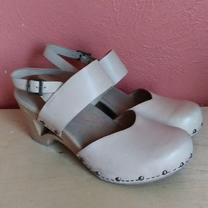 Dansko Thea Beige Leather Slingback Heels 40